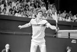 John McEnroe v Tom Gullikson, Wimbledon on Court Number One, 1981 Reproduction photographique par Monte Fresco Mike Maloney