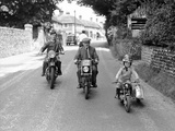 Mansell motorcycling family. 1953 Fotoprint van  Staff