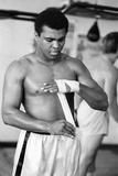 Muhammad Ali the Gym Ahead of His Clash with Smoking Joe Frazier Fotografie-Druck von Monte Fresco