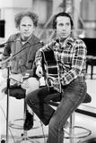 Simon and Garfunkel, 1977 Fotografisk tryk af Alisdair Macdonald