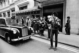 Sex Pistols News Press Conference Outside Buckingham Palace 1977 Fotografisk tryk af Bill Rowntree