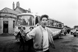 Cliff Richard with His Tour Bus. 13th March 1963 Fotografisk tryk af Brian Randle