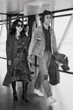 John Lennon with Yoko Ono at Heathrow 1971 Stampa fotografica di Dennis Stone
