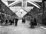 Street Party for Coronation of Queen Elizabeth Ii Fotoprint van  Staff