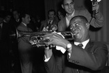 Louis Armstrong Performing in London, 1956 Fotoprint van  Staff