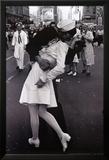Kissing on VJ Day Photo