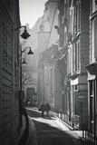 Two People Walking Up Sunny Side Street Near St Michel Notre Dame in Paris, France Fotografie-Druck von Robert Such