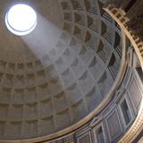 Pantheon, Rome. Shaft of Sunlight Through Oculus in Dome Lámina fotográfica por Mike Burton