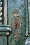 Rusting Lock with Flaking Paint, Building Ion Disrepair, Il De Re, France Fotografie-Druck von Stuart Cox Olwen Croft