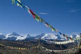 Himalaya Range with Prayer Flags in the Foreground, Tibet, China Fotografie-Druck von Natalie Tepper