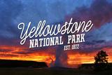 Yellowstone National Park - Old Faithful Sunset Placa de plástico por  Lantern Press