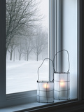Cozy Lanterns and Winter Landscape Seen Through the Window Metalldrucke von  GoodMood Photo