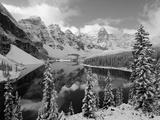 Wenkchemna Peaks and Moraine Lake, Banff National Park, Alberta, Canada Fotografie-Druck von Gavin Hellier