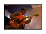 Guitarist Mark Whitfield Playing Large Guitar at MK's Kunst op metaal van Ted Thai