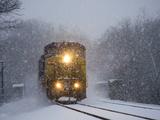 A Train Pushes Through Thick Falling Snow During 'Blizzard of 2010' Kunst på metal af Stephen St. John