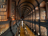 The Long Room in the Old Library at Trinity College in Dublin Metalldrucke von Chris Hill