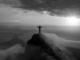 Statue of Jesus, known as Cristo Redentor (Christ the Redeemer), on Corcovado Mountain in Rio De Ja Opspændt lærredstryk af Peter Adams