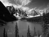 Wenkchemna Peaks Reflected in Moraine Lake, Banff National Park, Alberta, Canada Fotografisk trykk av Adam Jones