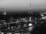 Eiffel Tower and River Seine, Paris, France 写真プリント : ウォルター・ビビコウ