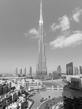 The Burj Khalifa, Completed in 2010, the Tallest Man Made Structure in the World, Dubai, Uae Fotografisk tryk af Gavin Hellier