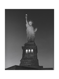 Statue of Liberty at Night - New York City, Landmarks at Night Impressão fotográfica por Henri Silberman