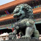 China 10MKm2 Collection - Bronze Chinese Lion in Forbidden City Fotografie-Druck von Philippe Hugonnard