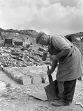 Dressing Slate at Trebarwith Slate Quarry, Cornwall, 1959 Reproduction photographique par Michael Walters