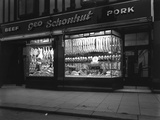 George Schonhuts Butchers Shop in Rotherham, South Yorkshire, 1955 Reproduction photographique Premium par Michael Walters