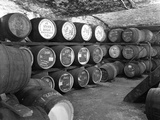 Whisky in Barrels at a Bonded Warehouse, Sheffield, South Yorkshire, 1960 Reproduction photographique par Michael Walters