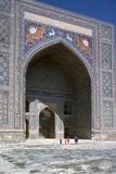 Facade of Shir-Dar Madrasa, 17th Century Fotografisk tryk af CM Dixon