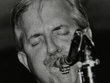 Scott Hamilton Playing Tenor Saxophone at the Fairway, Welwyn Garden City, Hertfordshire, 1999 Fotoprint van Denis Williams