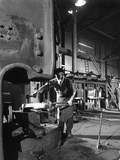 Forging Pins at Edgar Allens Steel Foundry, Sheffield, South Yorkshire, 1963 Reproduction photographique par Michael Walters