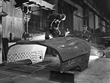 Constructing a Dragline Bucket, Edgar Allens Steel Foundry, Sheffield, South Yorkshire, 1962 Reproduction photographique par Michael Walters