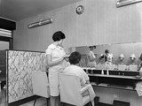 Hairdressers Salon, Armthorpe, Near Doncaster, South Yorkshire, 1961 Reproduction photographique par Michael Walters