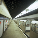 Tube Train Standing at Blackhorse Road Station on the Victoria Line, London, 1974 Reproduction photographique par Michael Walters