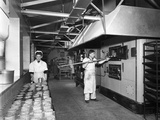 Pork Pie Production, Rawmarsh, South Yorkshire, 1955 Reproduction photographique par Michael Walters