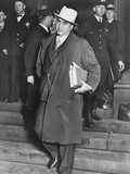 Al Capone, Winks at Photographers as He Leaves Chicago's Federal Courthouse Foto