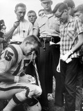 Buffalo Bills Player Jack Kemp Signs His Autograph for a Boy on August 4, 1964 Foto