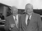 President Eisenhower with Secretary of State John Foster Dulles at Washington Airport Foto