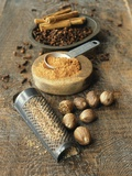 Cloves, Nutmeg, Cinnamon (Ground, Grated and Whole) Fotografie-Druck von Philip Webb