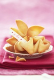 Chinese Fortune Cookies with Motto Fotografisk tryk af Marc O. Finley