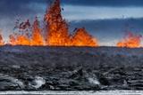Steaming Lava and Plumes at the Holuhraun Fissure Eruption near Bardarbunga Volcano, Iceland Fotografisk trykk av  Arctic-Images