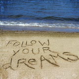 Follow Your Dreams in the Sand Fotografie-Druck von Kimberly Glover