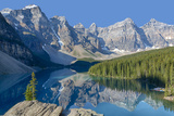 Canada, Banff National Park, Valley of the Ten Peaks, Moraine Lake Impressão fotográfica por Jamie & Judy Wild