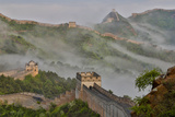 Great Wall of China on a Foggy Morning. Jinshanling, China Fotografie-Druck von Darrell Gulin