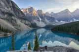 Canada, Banff National Park, Valley of the Ten Peaks, Moraine Lake Fotografisk tryk af Jamie & Judy Wild