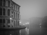 Italy, Venice. Building with Grand Canal on Foggy Morning Fotografisk trykk av Bill Young