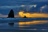 USA, Oregon, Cannon Beach. Sunset on Needles Seastack Fotografisk trykk av Jean Carter