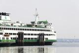 Eagle Harbor, Ferry Arrives Bainbridge from Seattle Fotografisk trykk av Trish Drury