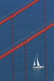California, San Francisco, Golden Gate Bridge and Yacht Reproduction photographique par David Wall